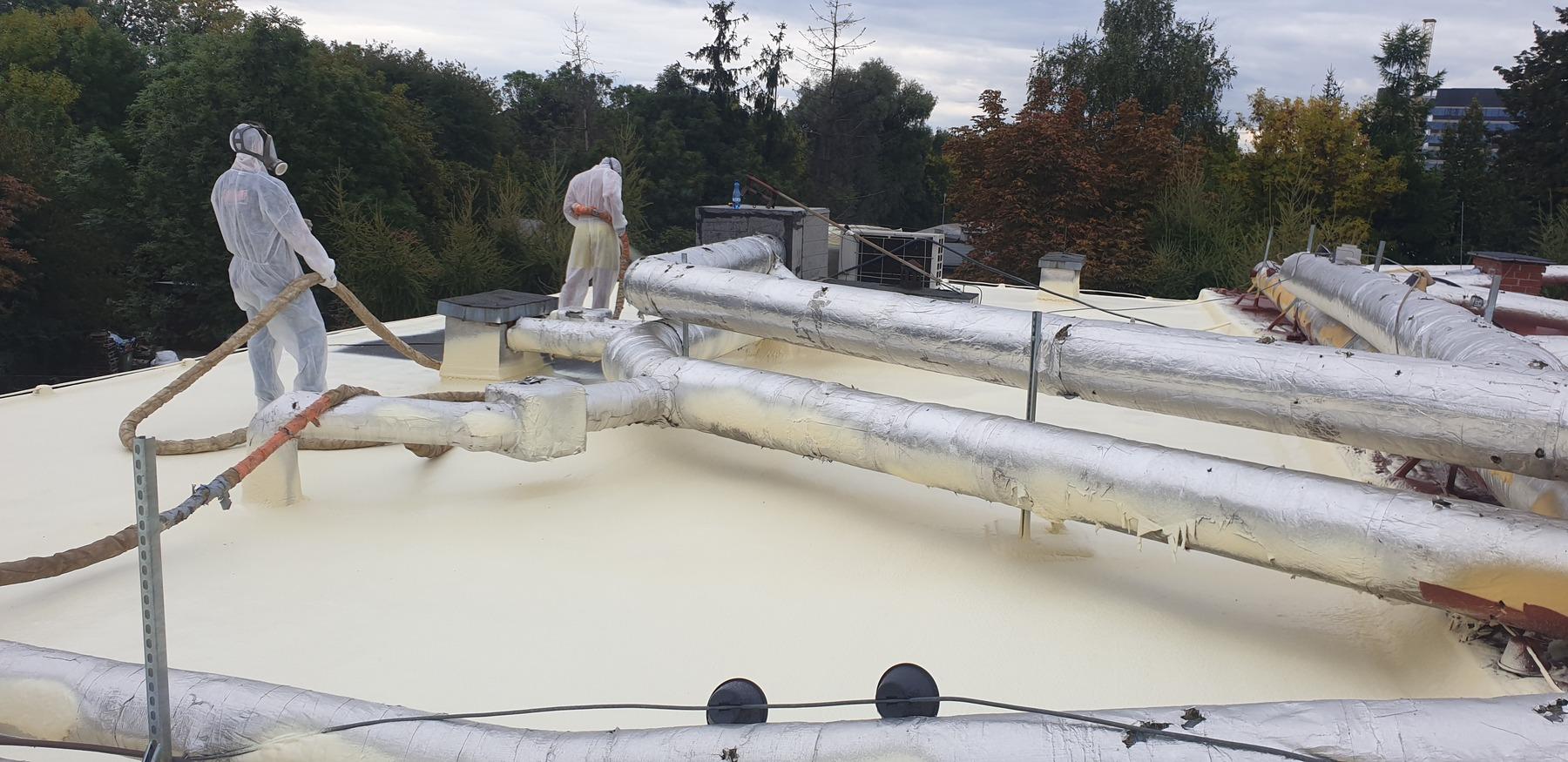 Hydroizolacja dachu płaskiego pianką PUR